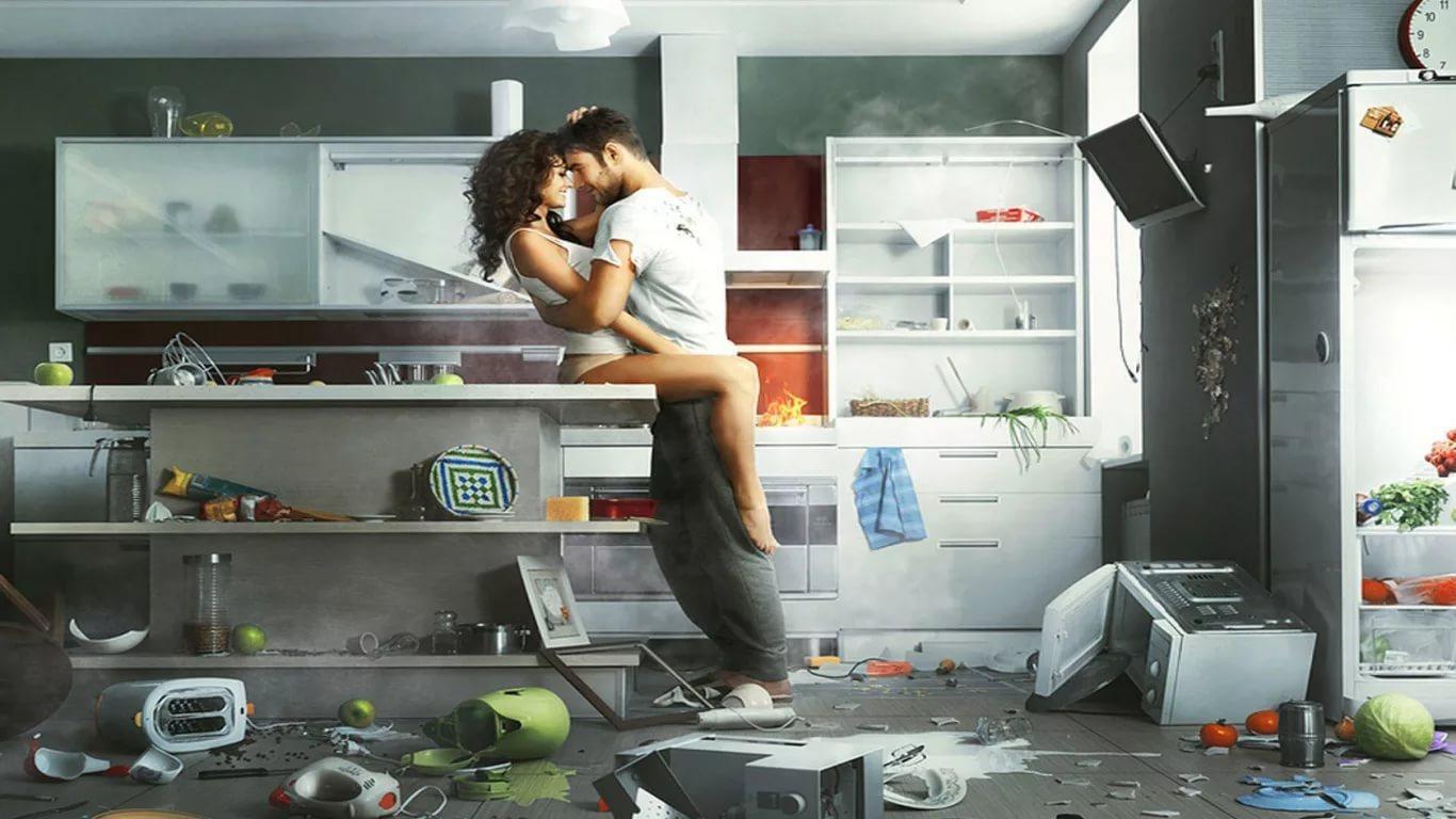 На парень кухне и девушка этим фото занимаются