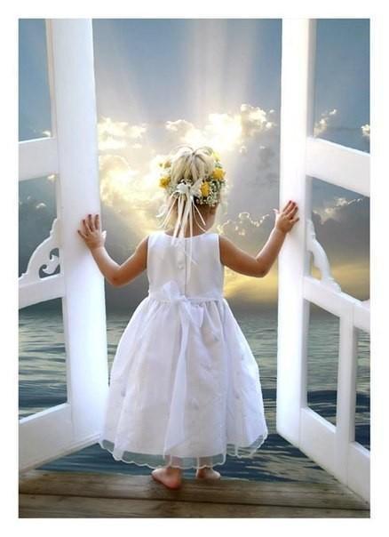 Просто быть собой<br /> и встречать рассветы -<br /> Каждый день,<br /> словно в первый раз.<br /> Думать головой,<br /> а...