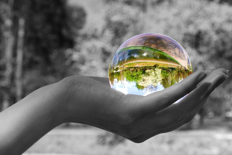 Мир состоит из стеклянных бусин.