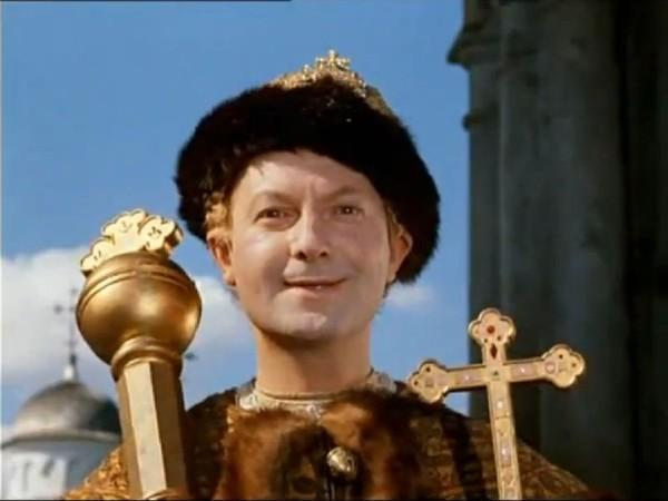 Если бы я был царём, то издал бы такой закон: Бедный женится на богатой, богатый  на бедной…