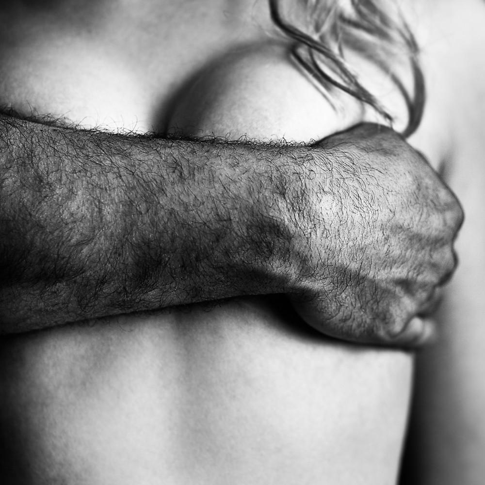 Сиськи в мужских руках