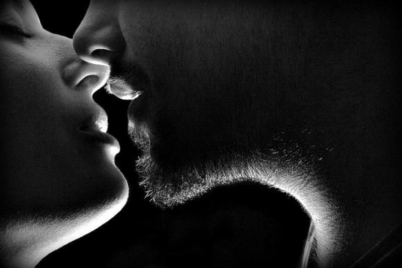 картинки поцелуй в губы он и она сахар блюде