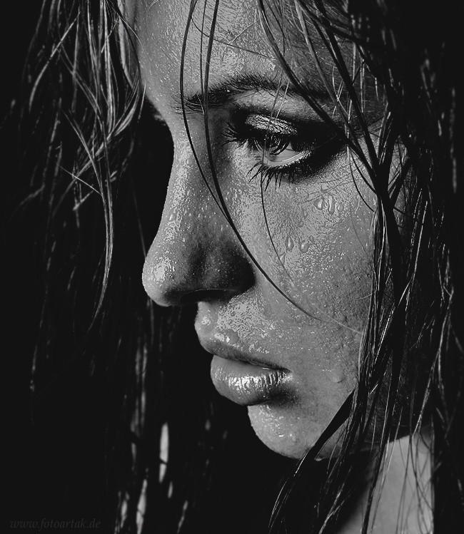 Картинки плачущих девушек под дождем