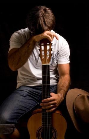 Гитары пыльной тронув струны... (конкурсное)
