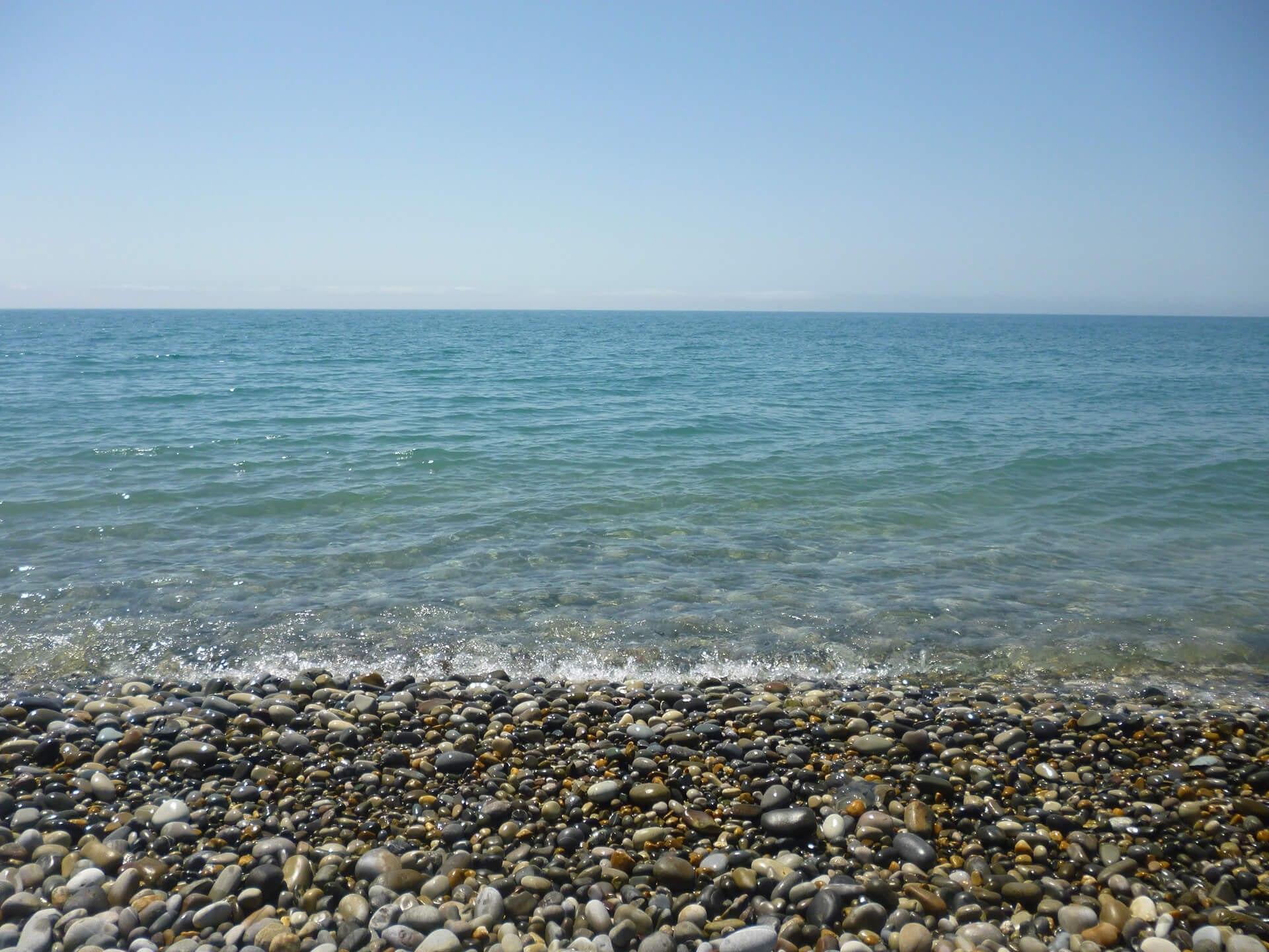 Где-то на галечном пляже...