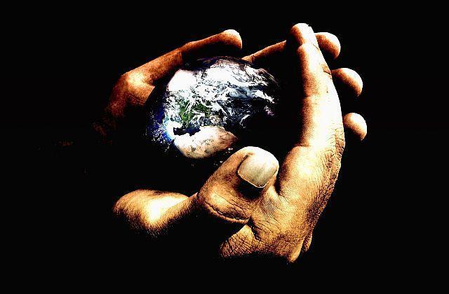 С орбиты неземной на мир взирая...