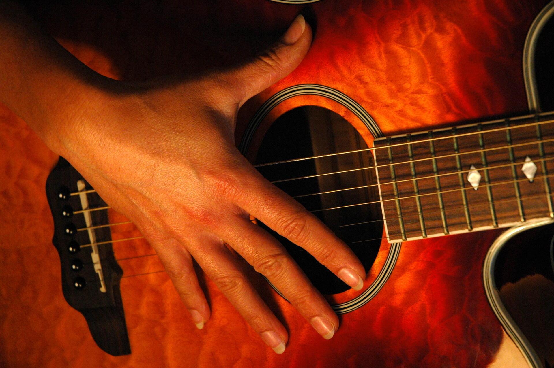 «Играй моя гитара, играй моя струна» (Под впечатлением от стиха ga-lucia)