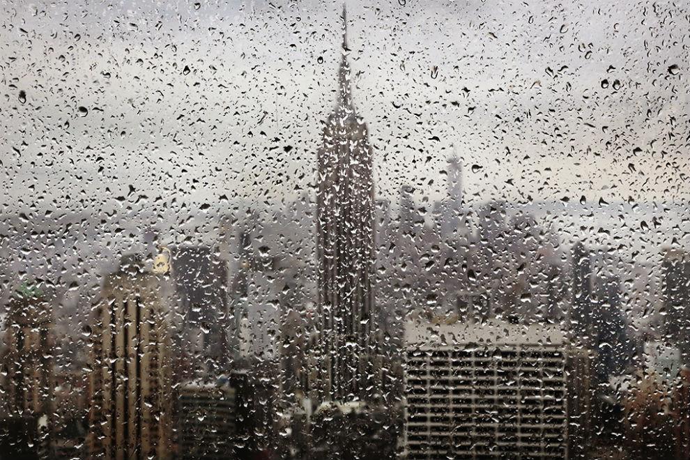 Звуки дождя… Под звуки дождя он засыпал в Нью – Йорке, Она смотрела в окно на другом континенте… Почти позабыв о легком насморк...