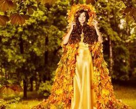 Из листьев желтого покроя.