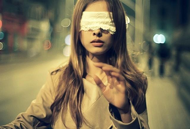 Люди в закрытыми глазами картинки