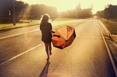 Шёл по улице счастливый человек