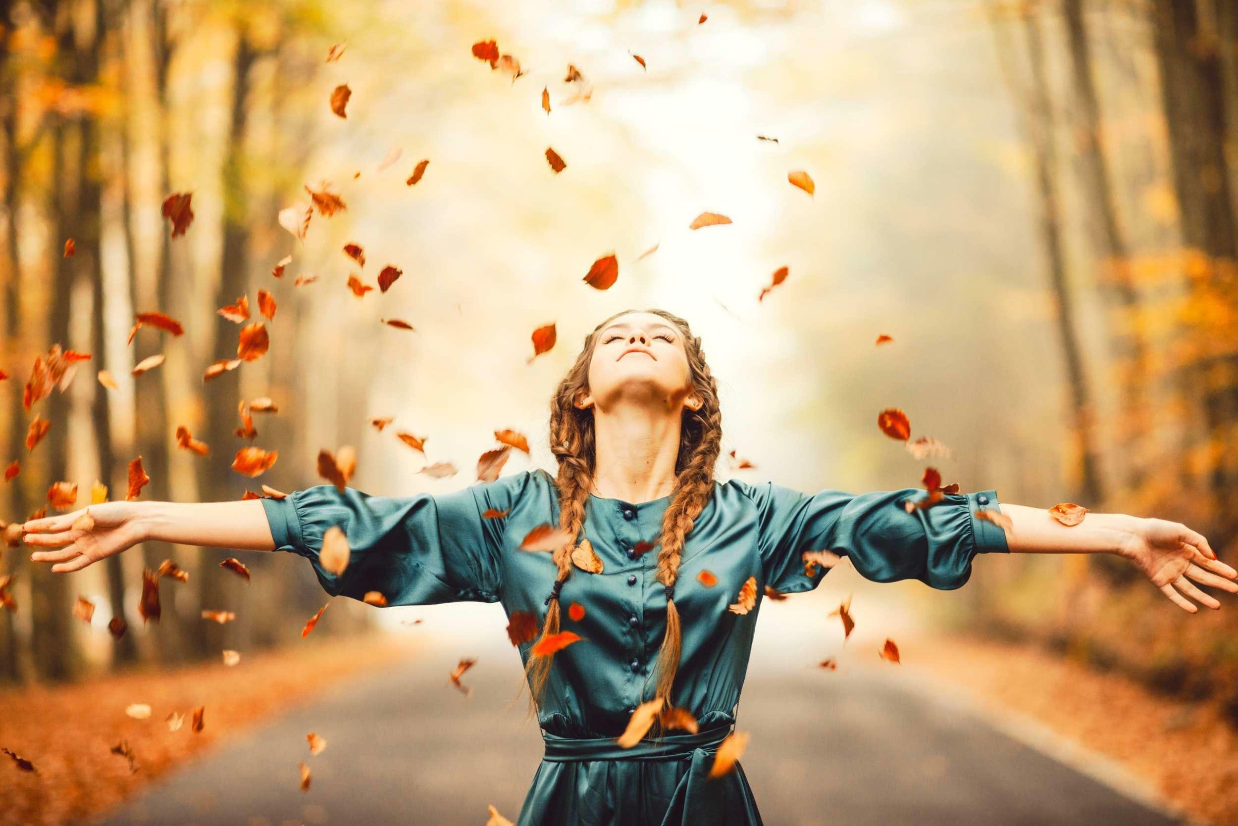 Оптимистичные картинки про осень на аву