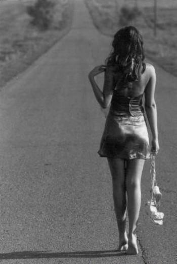 Она осталась в одних сапожках