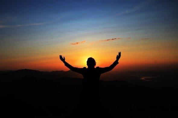ДА, ВОТ ЖЕ ОН… ЗАРИ РАССВЕТ…