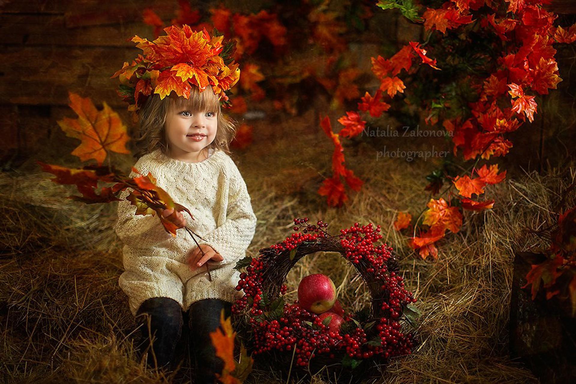 Фото с рябиной осень с ребенком