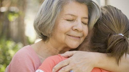 К чему снится покойная мама и бабушка