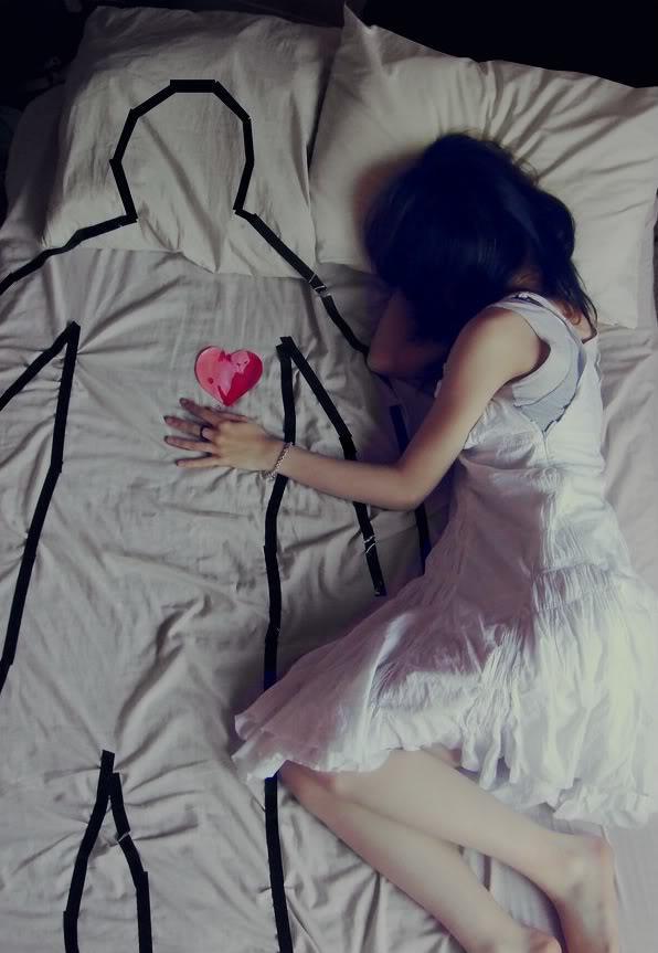 Надеюсь, свидимся однажды, Во сне, а лучше наяву. Рабой в плену духовной жажды, Который год в тоске живу.  Устало сердце, в о...