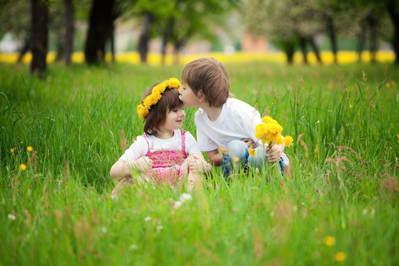 Фото на полянке с детьми