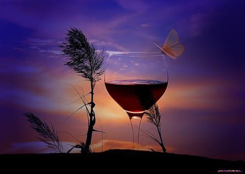 Стоит бокал вина