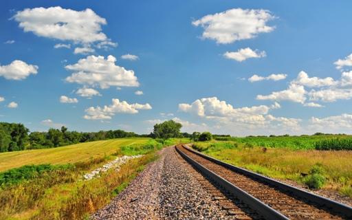 Поезда идут на восток