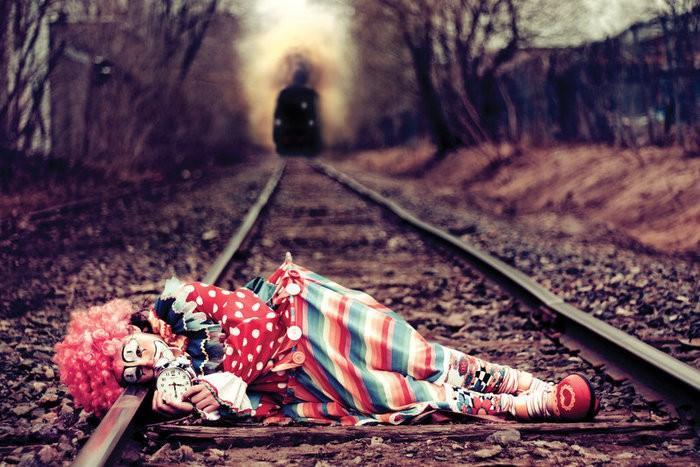 я единственный клоун в этом цирке зверей.<br /> вы приручали животных?я мучал людей.<br /> вам нравиться шоу?знать хотите в чем...