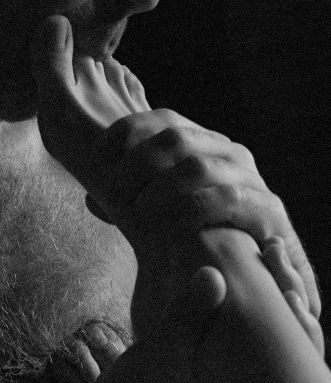 Женщины которым нравится когда им целуют пальцы ног видео скачать