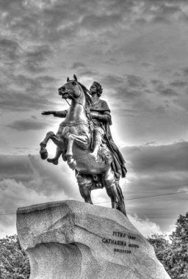 У памятника Петру Первому