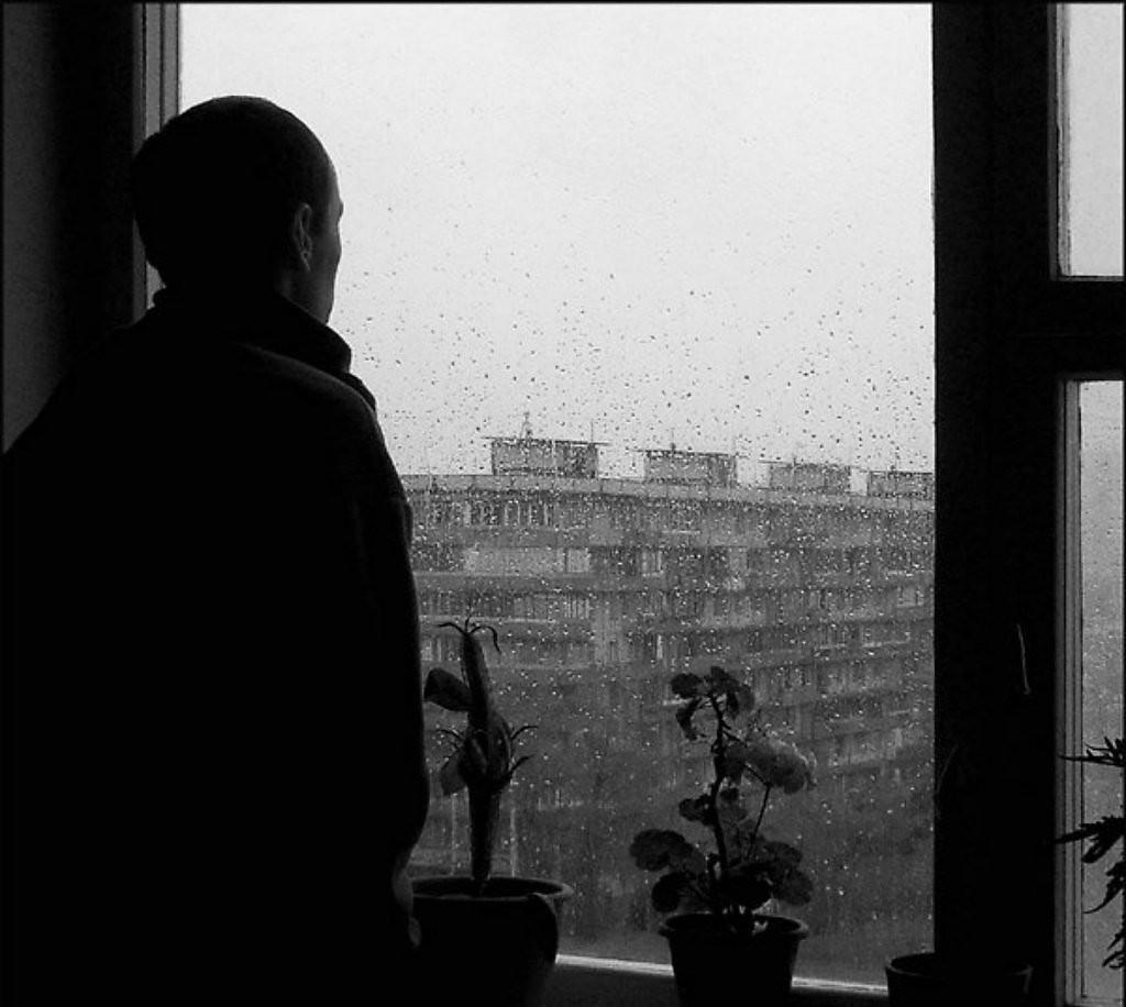 его черно белое фото мужчина у окна фантастически вкусно, если