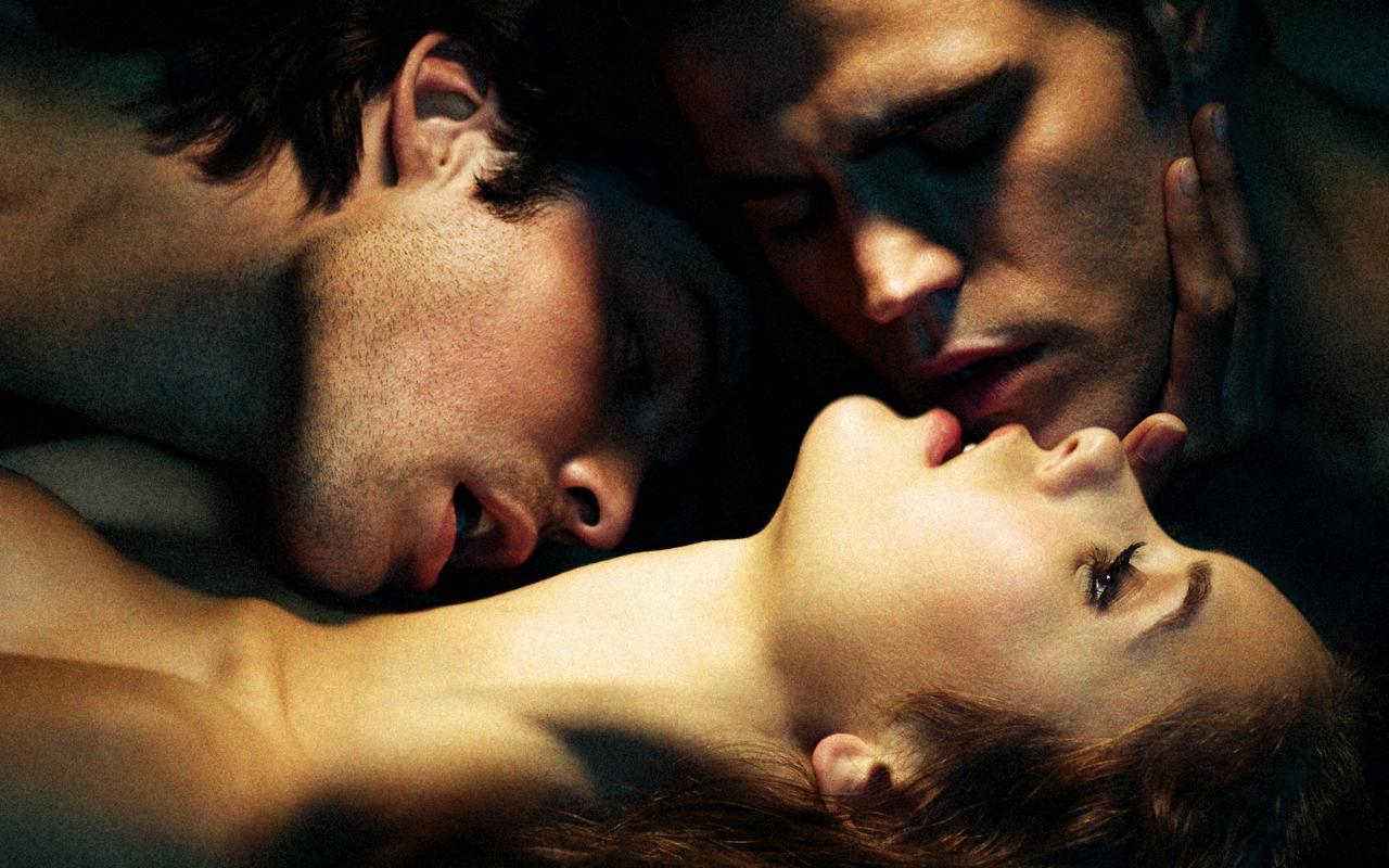 Секс в троём мужчина мужчина и женщина позы, Гид по сексу втроём: Как его организовать, чтобы всем 24 фотография
