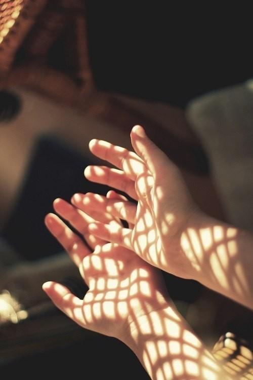 Протягивая руку свою ближним