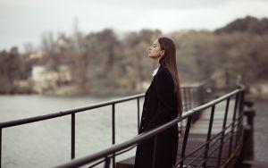 Я стою на мосту