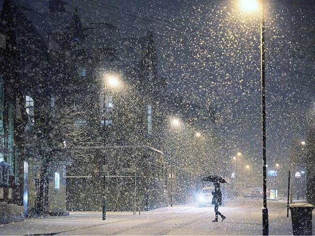 Снег кружился