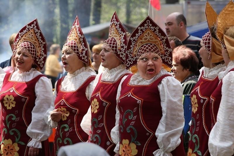 В Киеве уже и русских баб сцут... )))