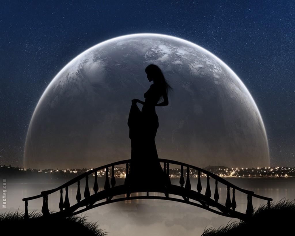 Девушка одна на мосте ночью фото