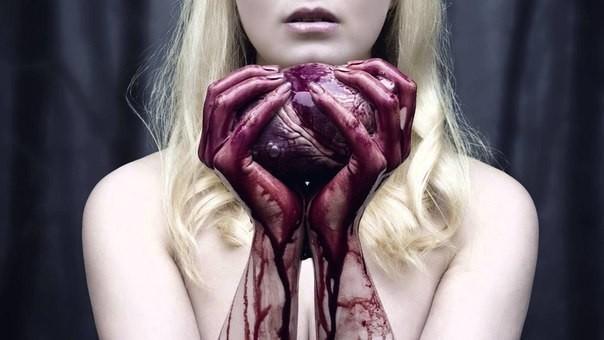 снится что бьешь человека до крови круглая