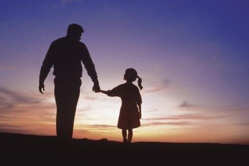 Папа мой любимый, Ты бы мной гордился. Если бы сейчас, Рядом был со мной.  Помнишь ты когда-то, Взял меня в Находку. Там ты...