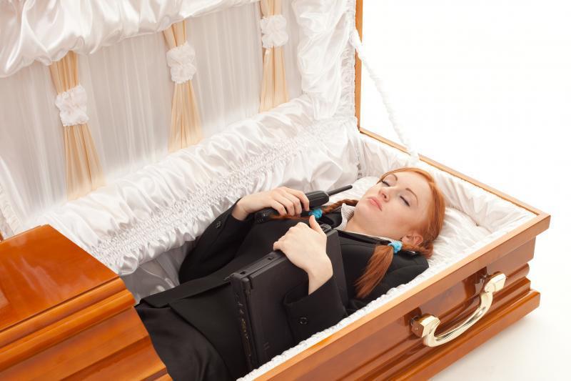 Беременную женщину хоронили когда из гроба 75