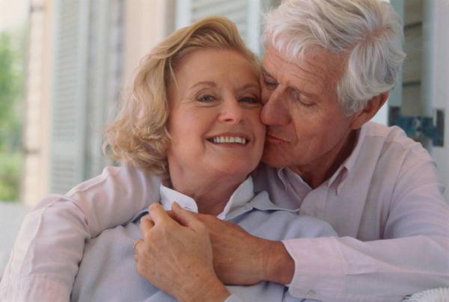 иначе две пожилые и молодой тот жизненный период