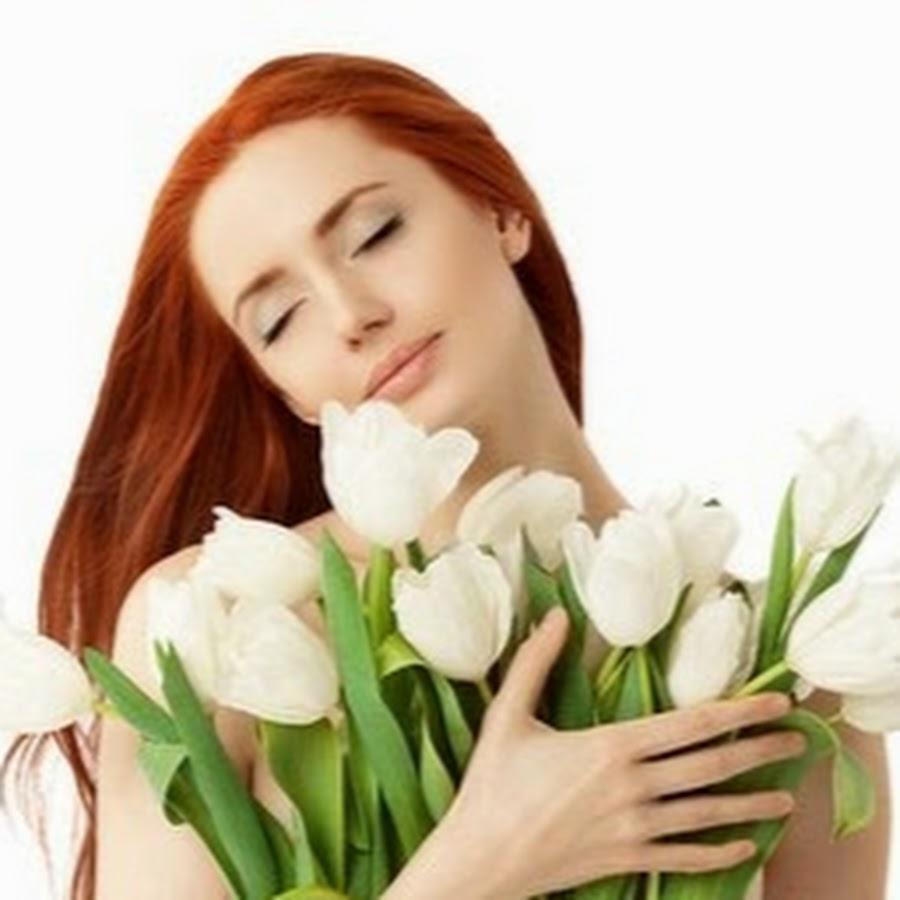 """<a href=""""https://poembook.ru/poem/2071874-vne-vremeni"""">https://poembook.ru/poem/2071874-vne-vremeni</a>  Когда-то цветы приносил ты охапками. Смеясь, целовала букет нежно-розовый. Броди..."""