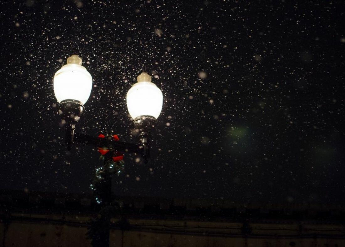 Снежок летел
