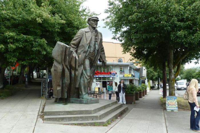 Stihotvorenie Pamyatnik V Leninu V Gorode Sietl Shtat Vashington