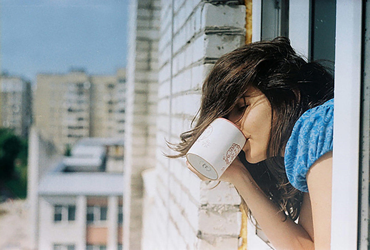 Фото девушка с кофе на аву