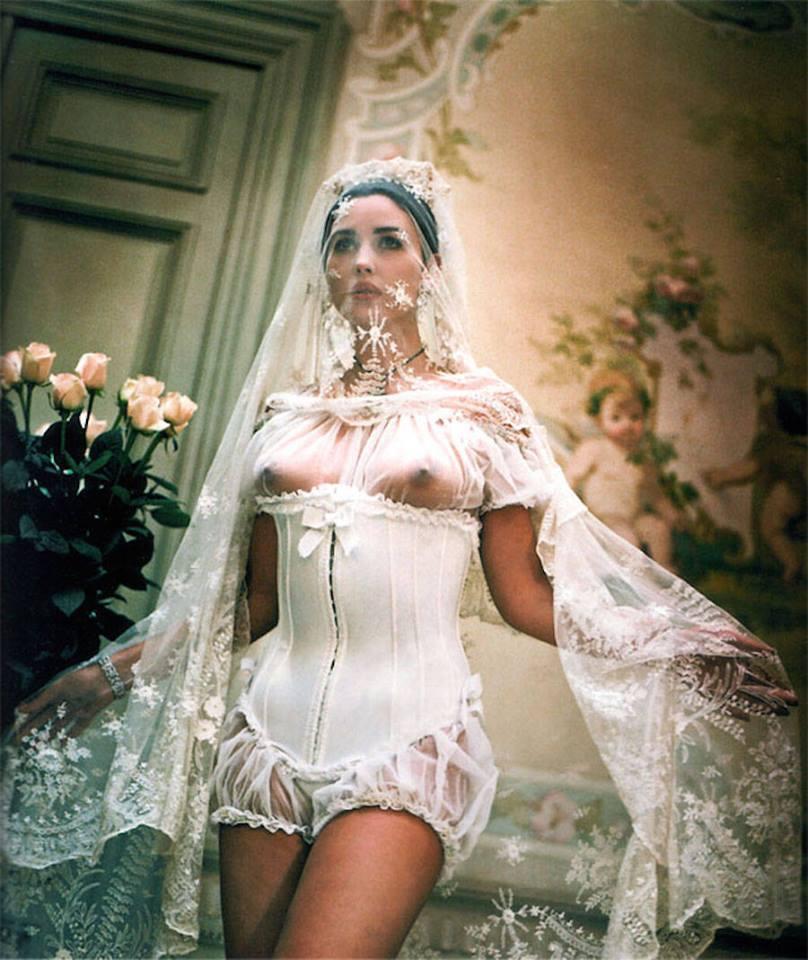 юбочки, кутикулы голые девушек в свадебных силу своей