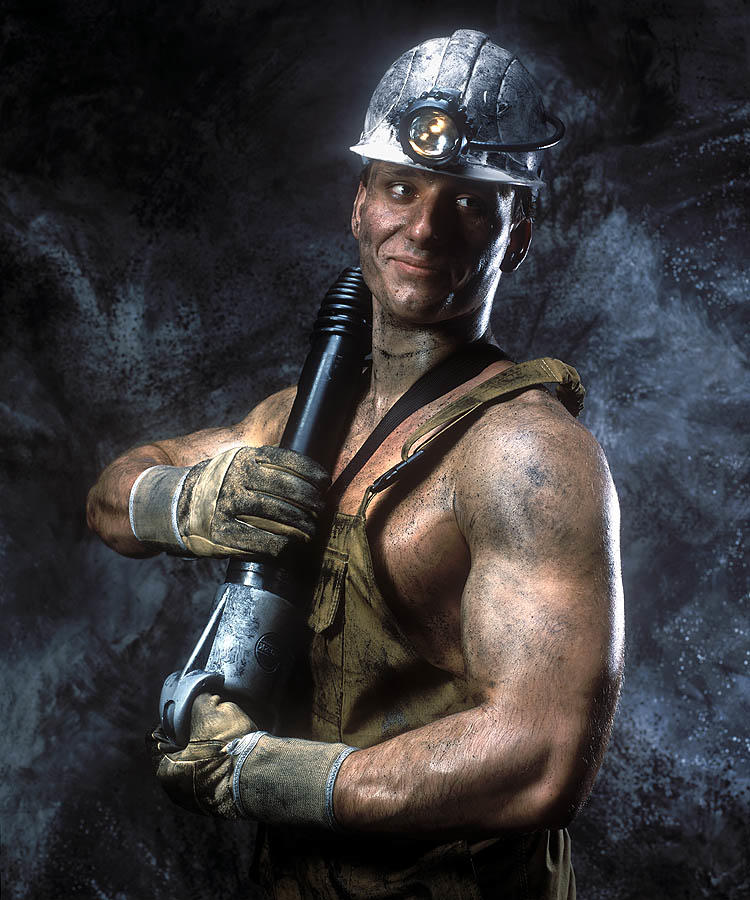 """Подземный труд - не пряник с медом. Судьба шахтера нелегка,- Спускаться в """"пекло"""", год за годом. Давать побольше уголька.  По..."""