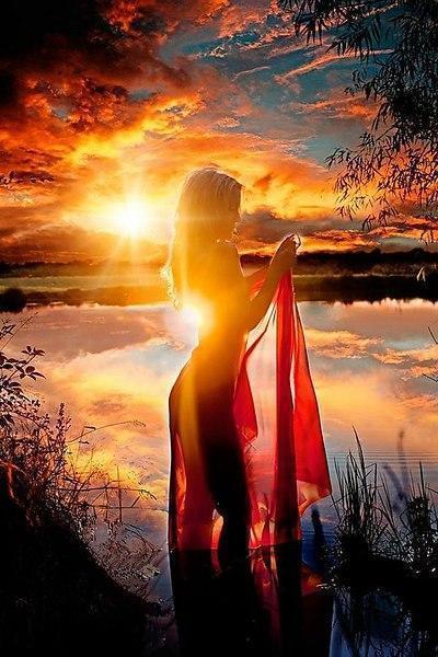 Я возникну на рассвете… иль закате… (Под впечатлением от стиха Вадима Разноцветного)