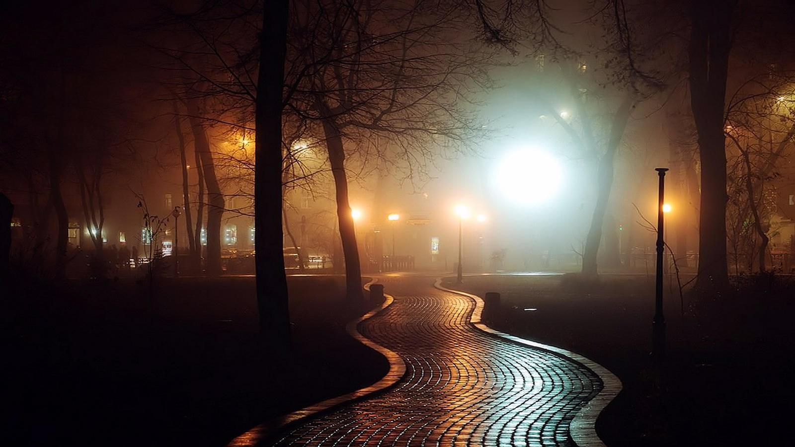 фото вечерний туман в городе опустил