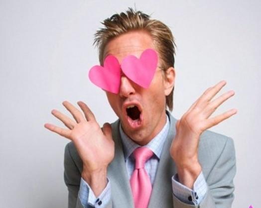 Влюбленные мужчины-раки ведут себя галантно и внимательно, и абсолютно искренне и ждут того же от девушки.
